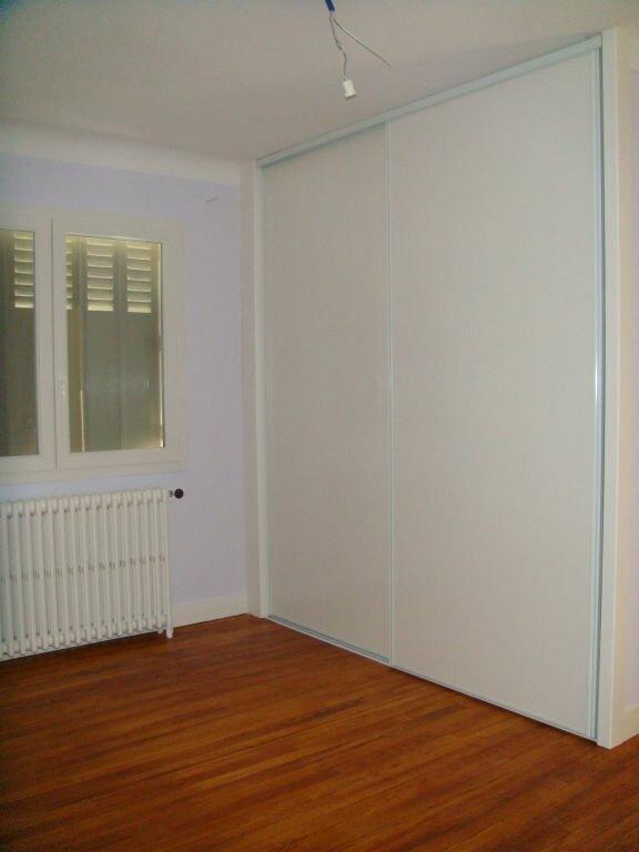 Maison à louer 5 104m2 à Saint-Pierre-du-Mont vignette-6