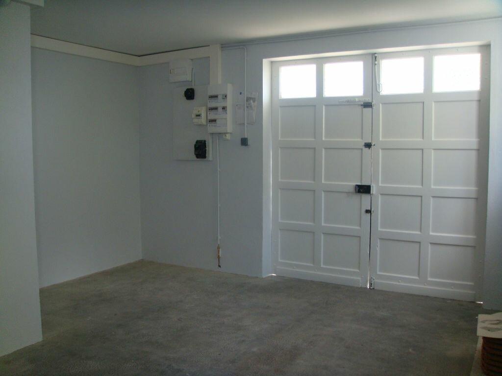 Maison à louer 5 104m2 à Saint-Pierre-du-Mont vignette-8