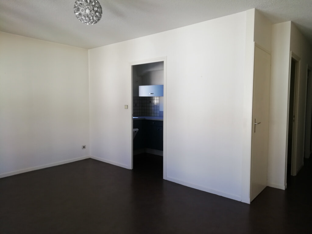 Appartement à louer 3 59.52m2 à Mont-de-Marsan vignette-1
