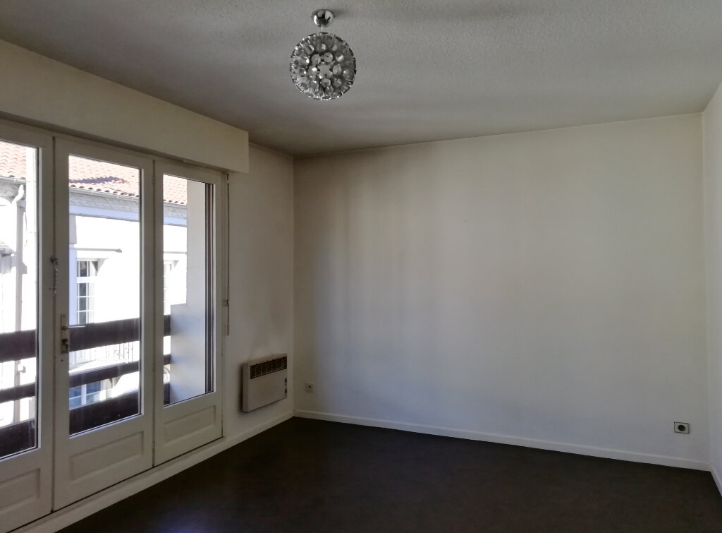 Appartement à louer 3 59.52m2 à Mont-de-Marsan vignette-4