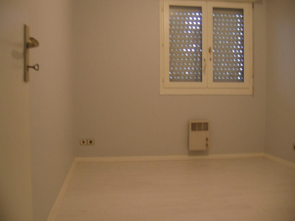 Appartement à louer 3 59.52m2 à Mont-de-Marsan vignette-6