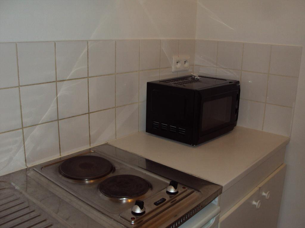 Appartement à louer 1 26m2 à Mont-de-Marsan vignette-2
