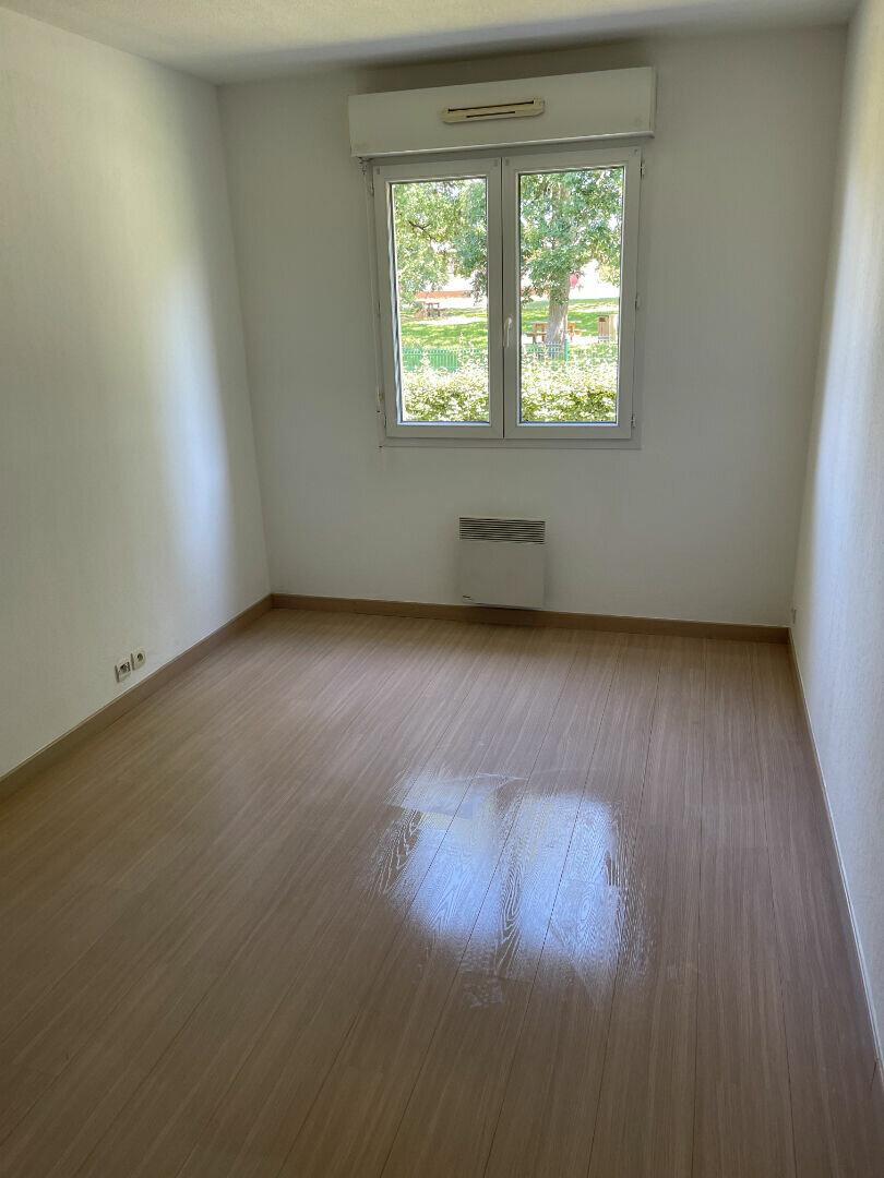 Appartement à louer 3 64m2 à Mont-de-Marsan vignette-4
