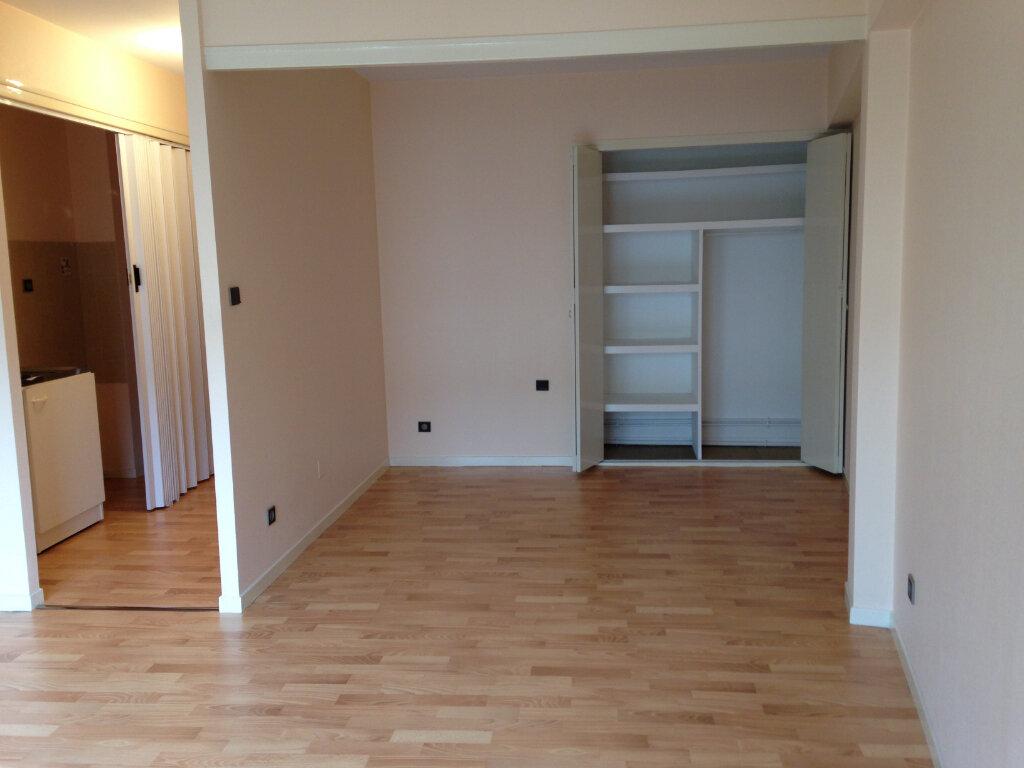 Appartement à louer 1 37m2 à Mont-de-Marsan vignette-3