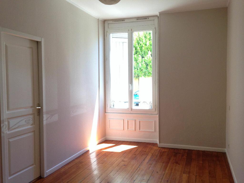 Appartement à louer 2 52m2 à Mont-de-Marsan vignette-3