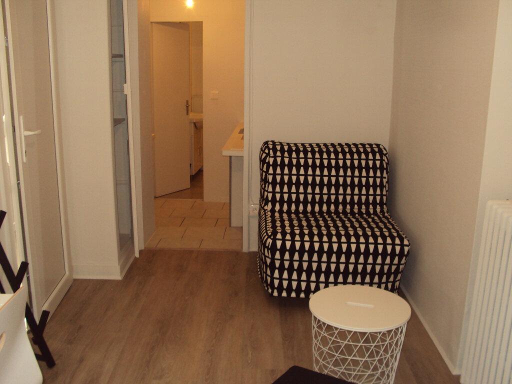 Appartement à louer 1 19m2 à Mont-de-Marsan vignette-2