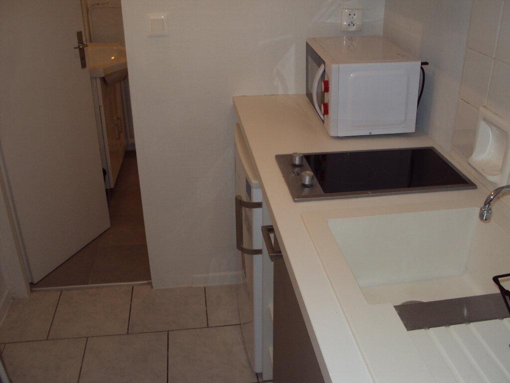 Appartement à louer 1 19m2 à Mont-de-Marsan vignette-3
