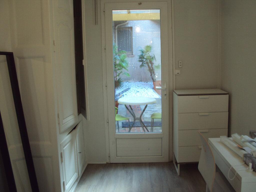 Appartement à louer 1 19m2 à Mont-de-Marsan vignette-4
