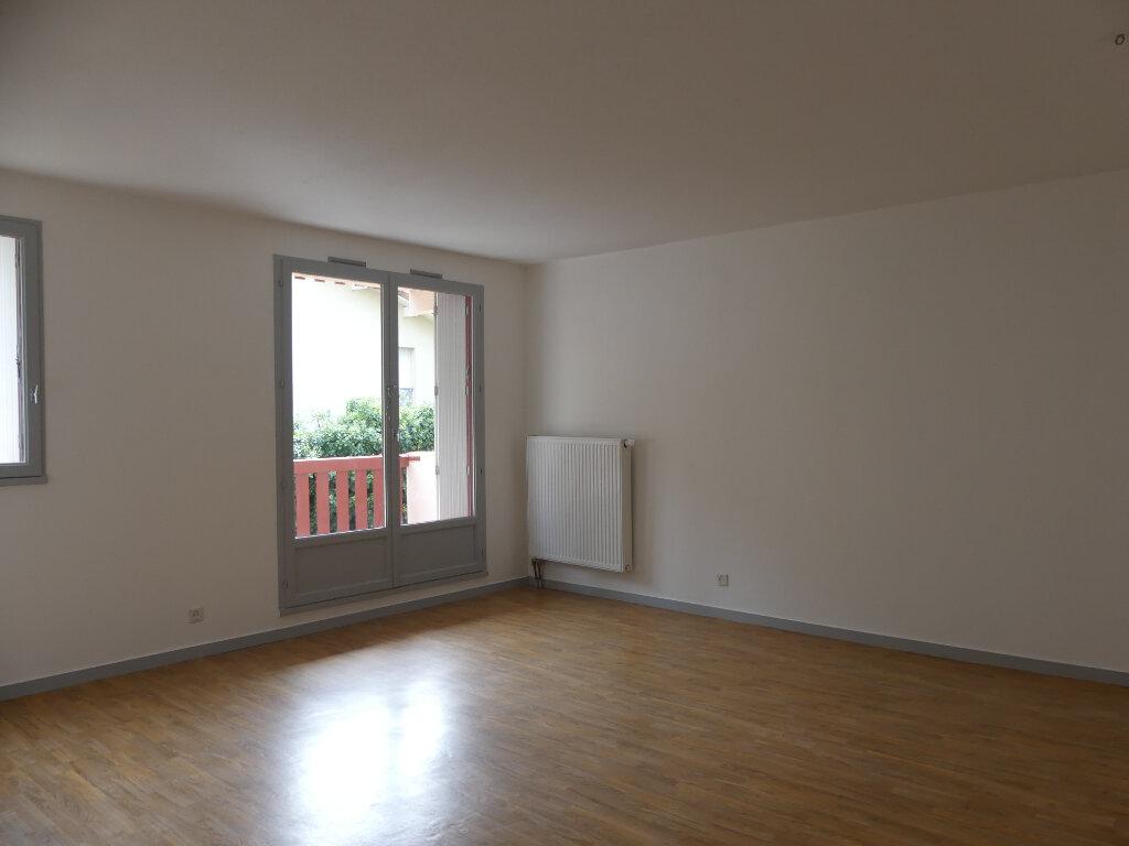 Appartement à louer 3 78m2 à Mont-de-Marsan vignette-2