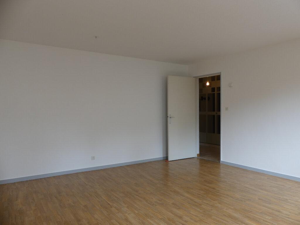 Appartement à louer 3 78m2 à Mont-de-Marsan vignette-3