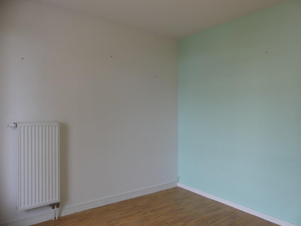 Appartement à louer 3 78m2 à Mont-de-Marsan vignette-5