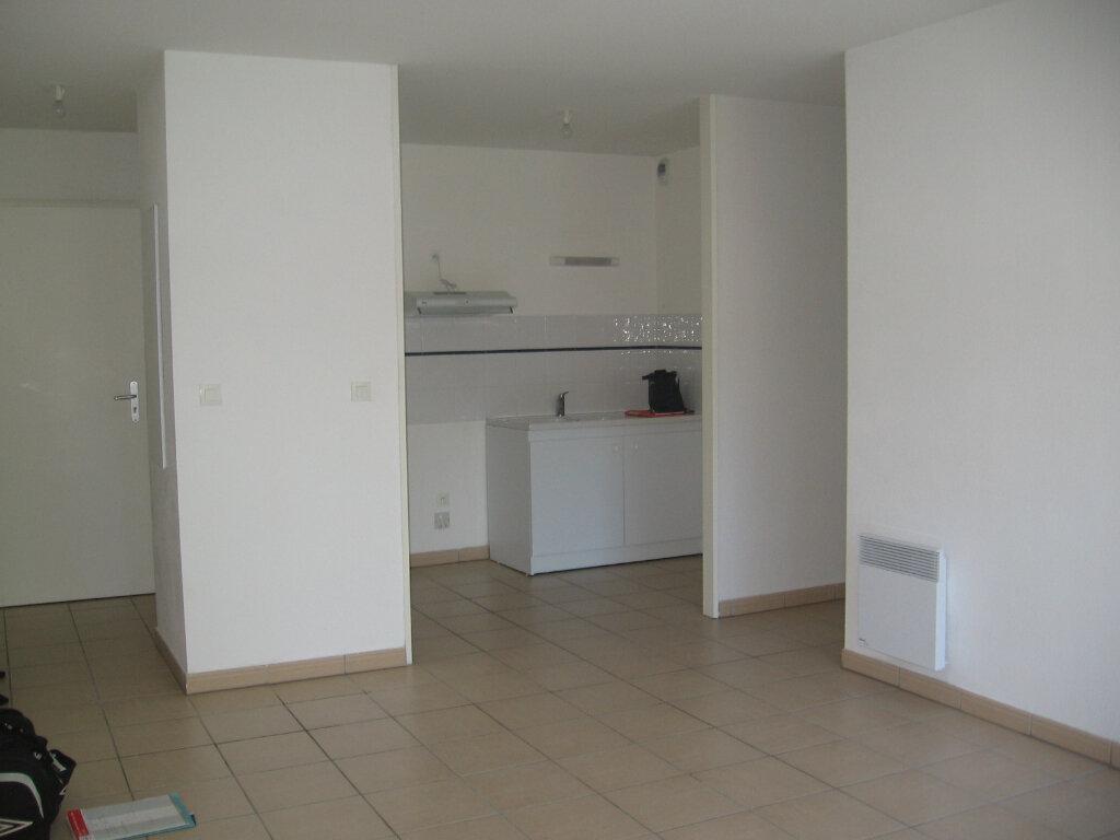 Appartement à louer 2 45m2 à Saint-Pierre-du-Mont vignette-1