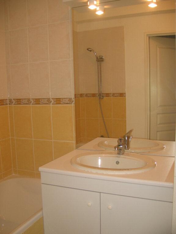 Appartement à louer 2 45m2 à Saint-Pierre-du-Mont vignette-2