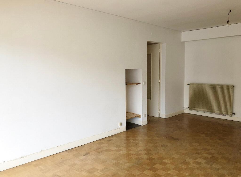 Appartement à louer 4 100m2 à Mont-de-Marsan vignette-1