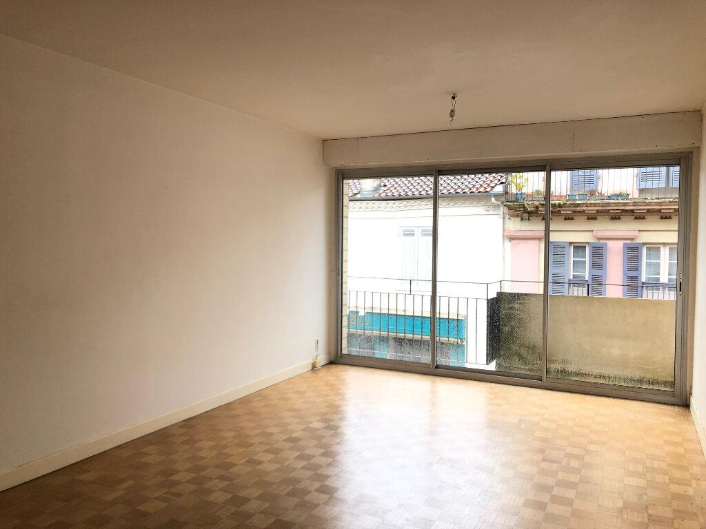 Appartement à louer 4 100m2 à Mont-de-Marsan vignette-2