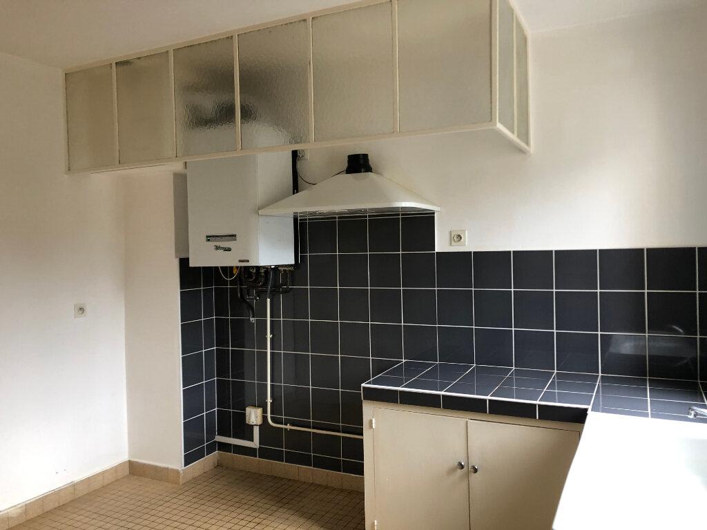 Appartement à louer 4 100m2 à Mont-de-Marsan vignette-4
