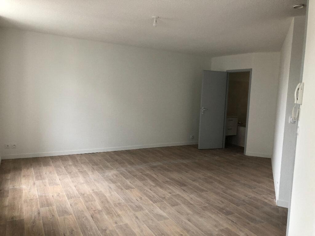 Appartement à louer 1 33m2 à Saint-Sever vignette-3