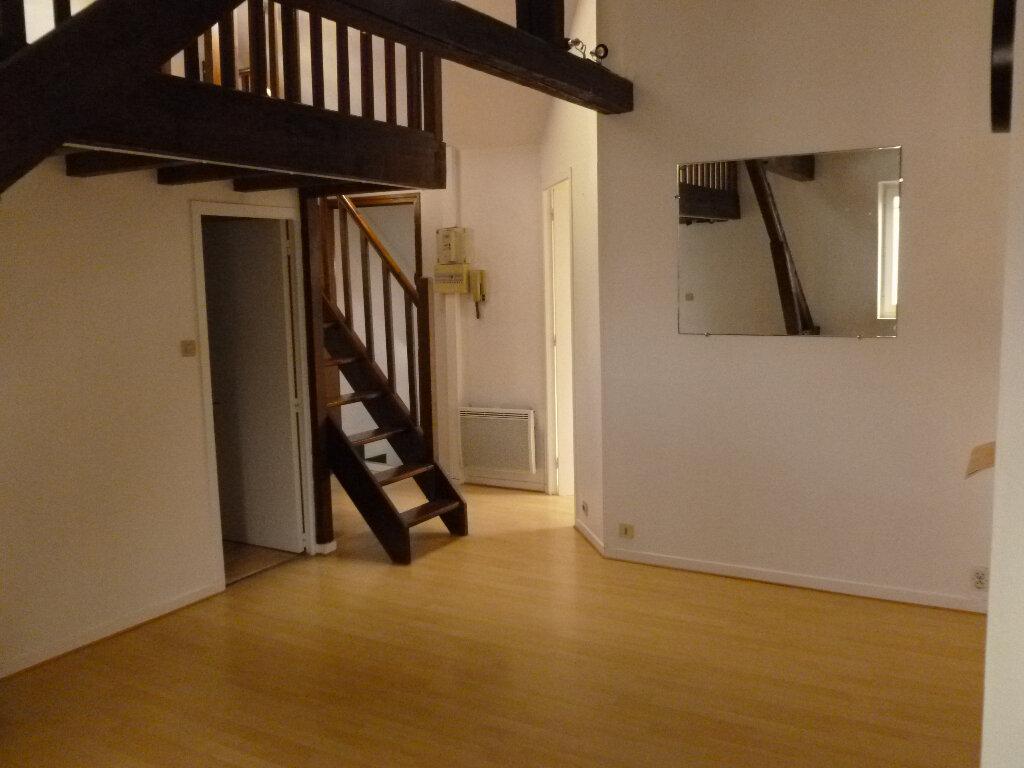 Appartement à louer 2 28.3m2 à Pont-l'Évêque vignette-3