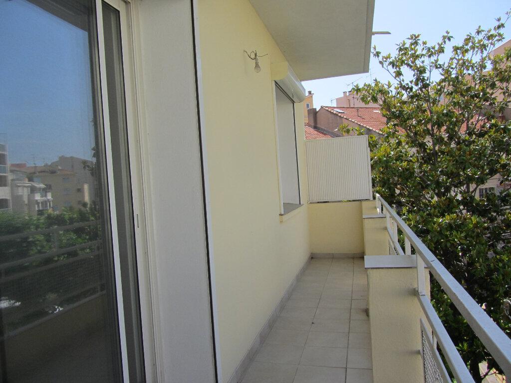 Appartement à vendre 3 77.11m2 à Saint-Raphaël vignette-3