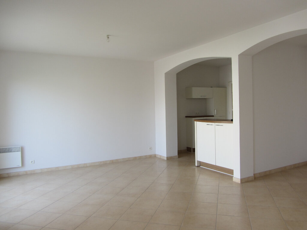 Appartement à vendre 3 77.11m2 à Saint-Raphaël vignette-4