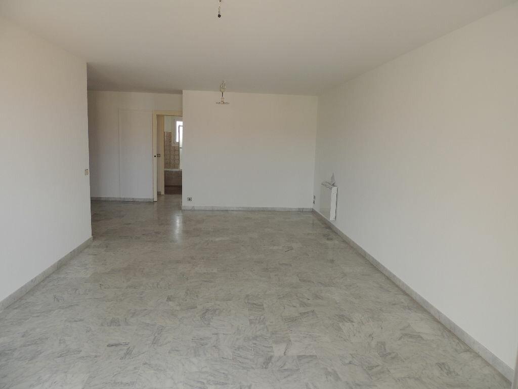 Appartement à vendre 3 71m2 à Saint-Raphaël vignette-3