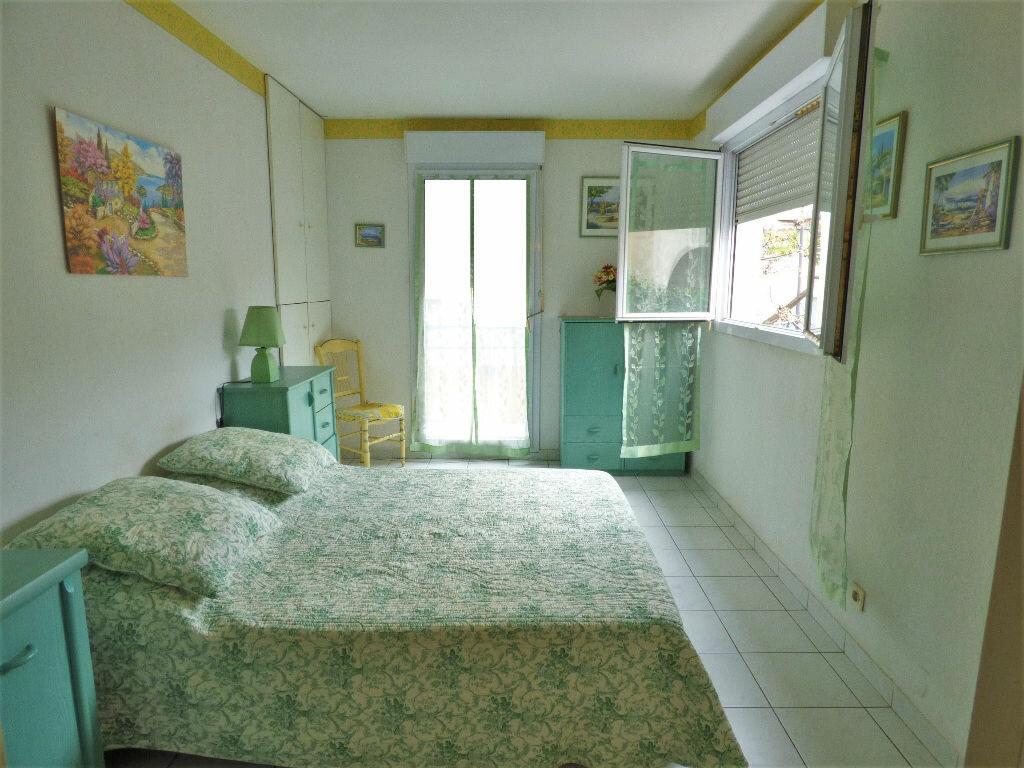 Appartement à vendre 2 39m2 à Fréjus vignette-2