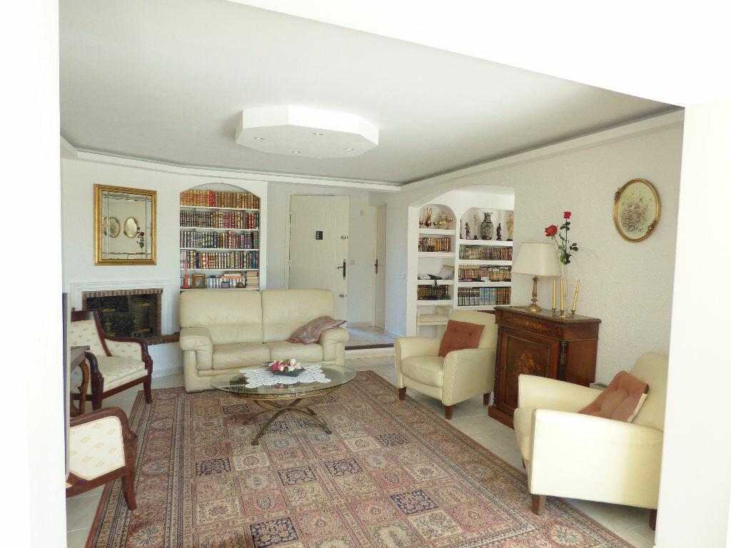 Maison à vendre 5 106m2 à Fréjus vignette-3