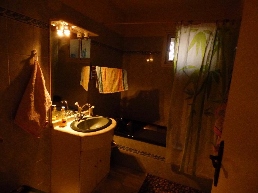 Appartement à vendre 4 73m2 à Saint-Raphaël vignette-6