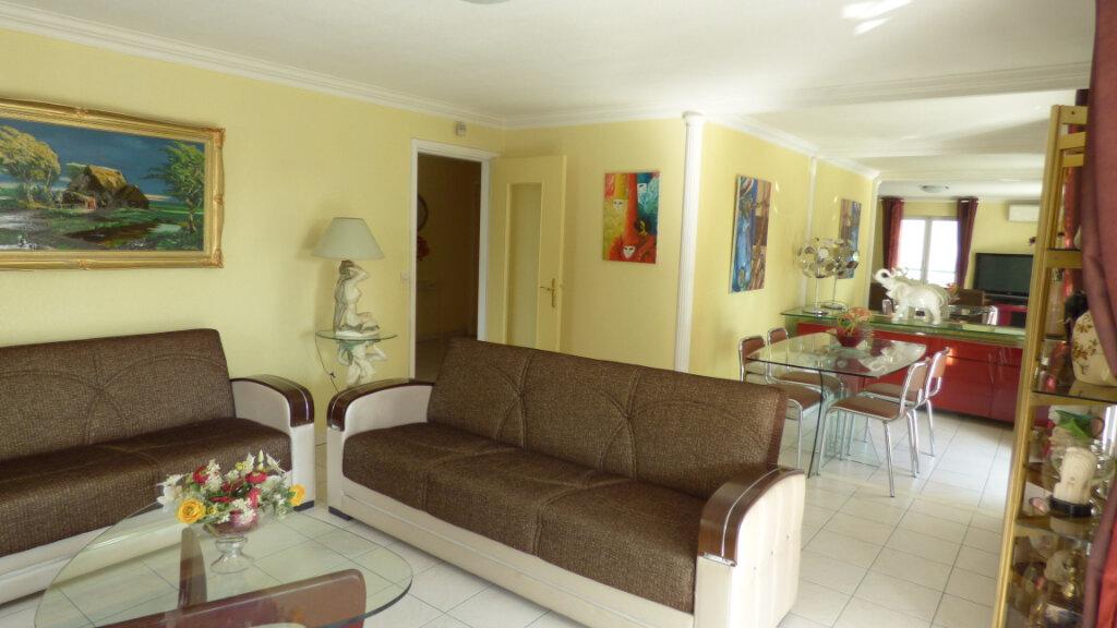 Appartement à vendre 4 81.38m2 à Fréjus vignette-2