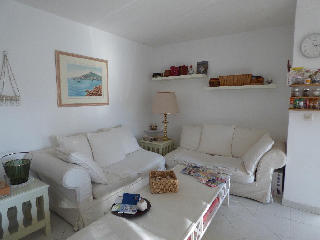 Appartement à vendre 3 64m2 à Fréjus vignette-4