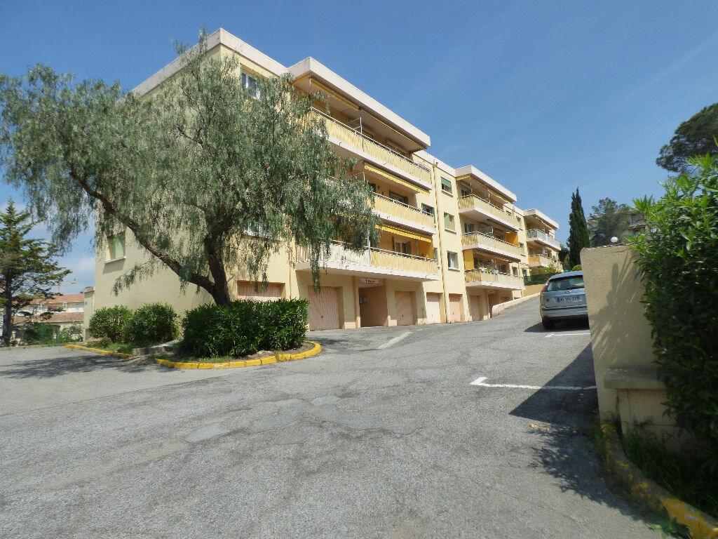 Appartement à vendre 4 73.39m2 à Saint-Raphaël vignette-1