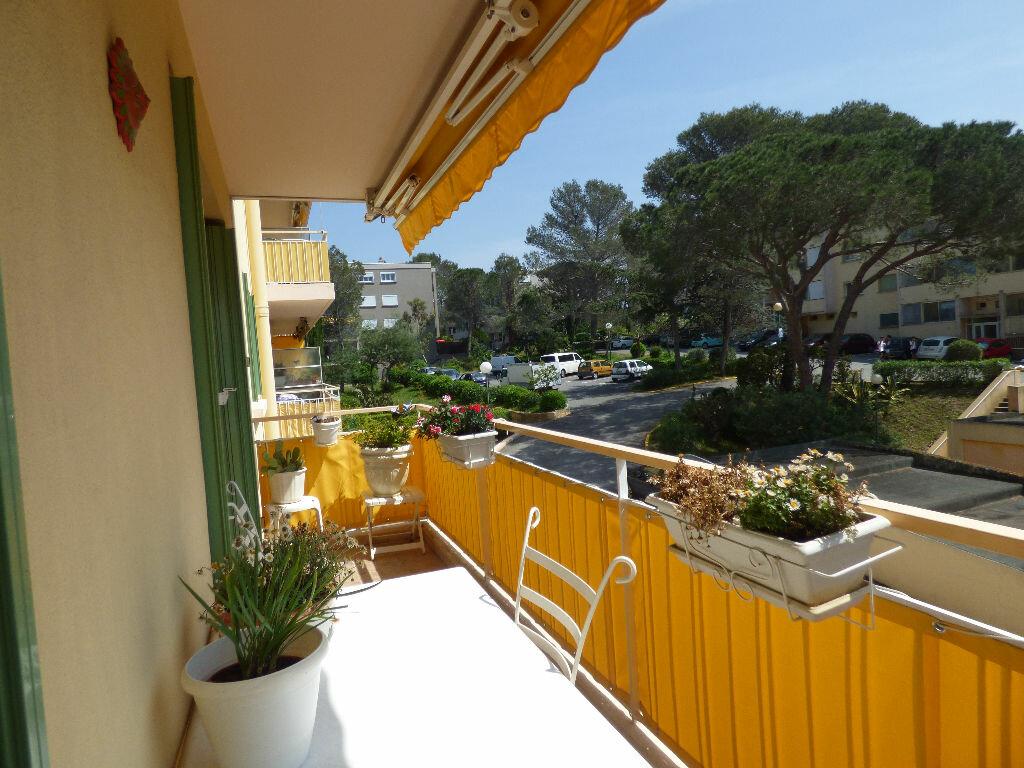 Appartement à vendre 4 73.39m2 à Saint-Raphaël vignette-2