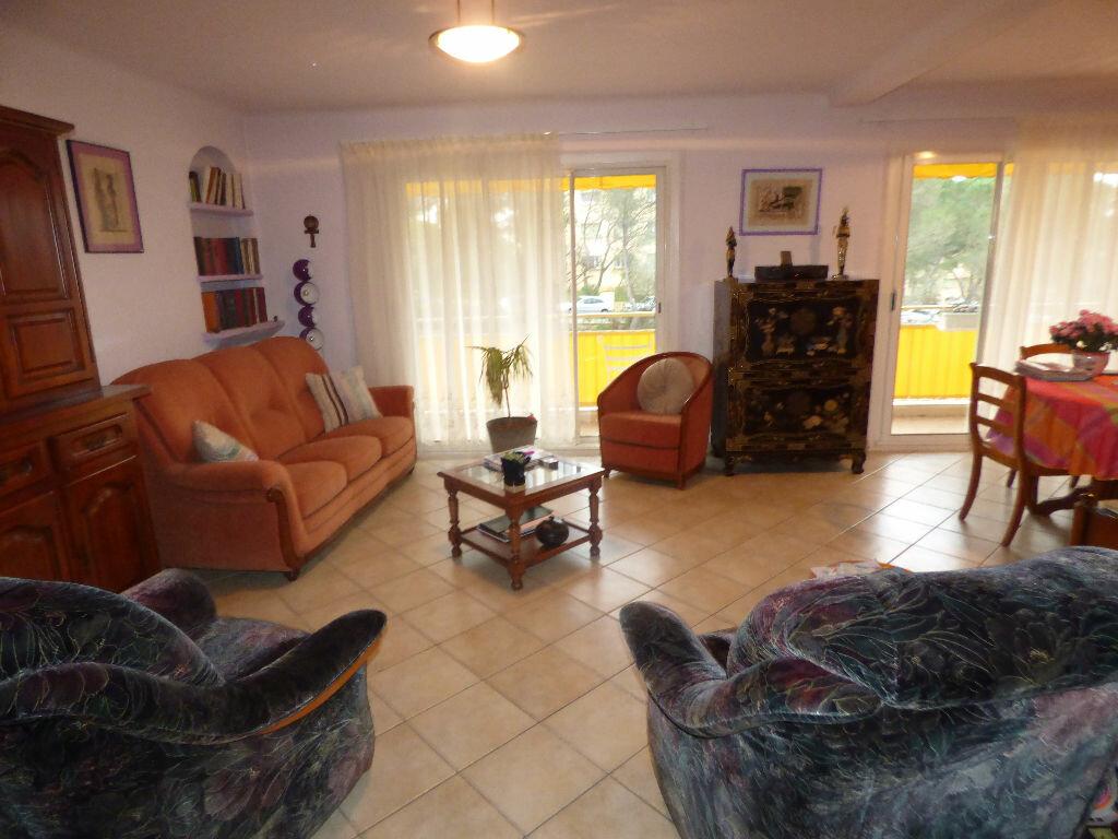 Appartement à vendre 4 73.39m2 à Saint-Raphaël vignette-3