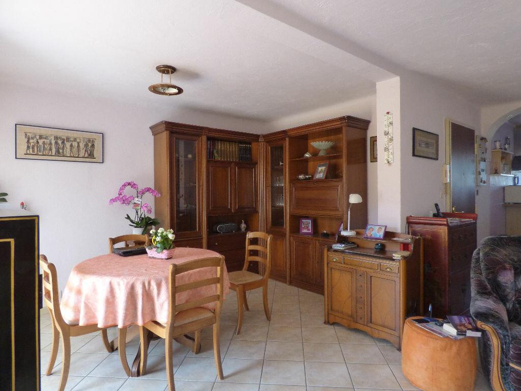 Appartement à vendre 4 73.39m2 à Saint-Raphaël vignette-4