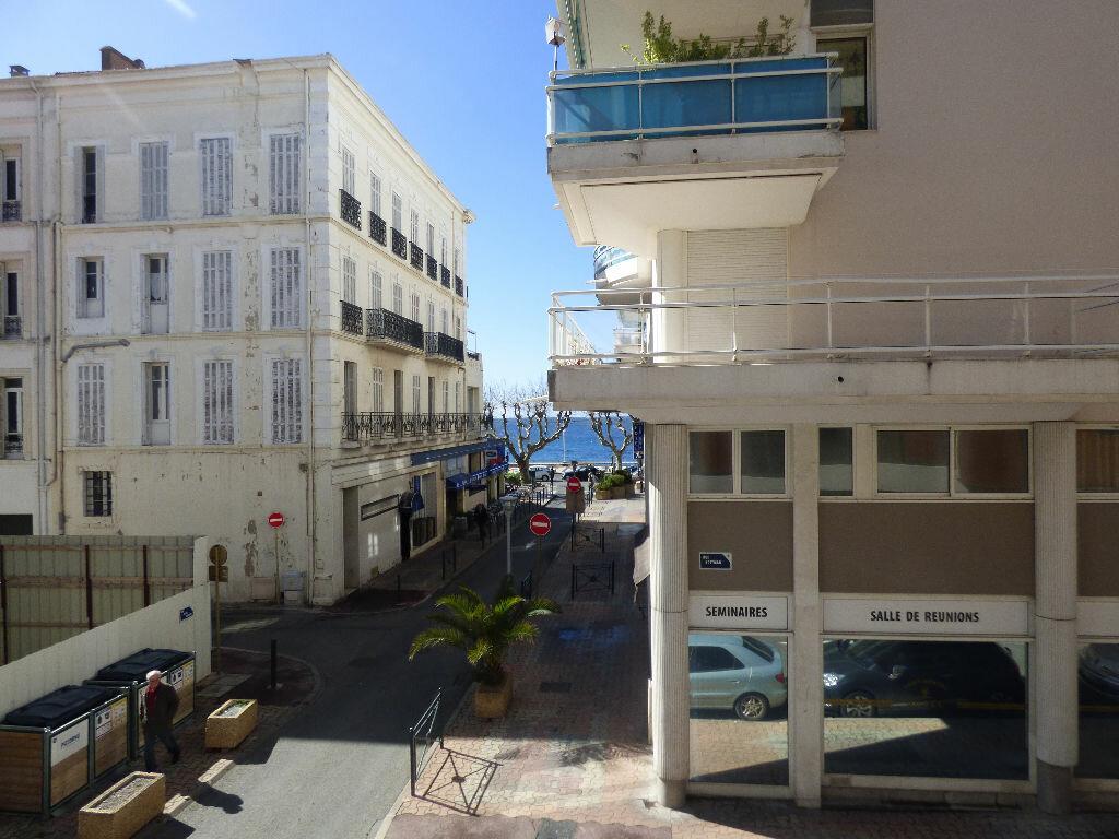 Appartement à vendre 3 78.72m2 à Saint-Raphaël vignette-1