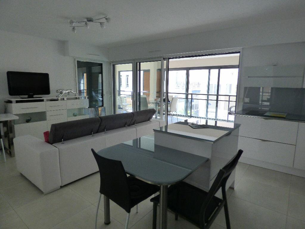 Appartement à vendre 3 78.72m2 à Saint-Raphaël vignette-2