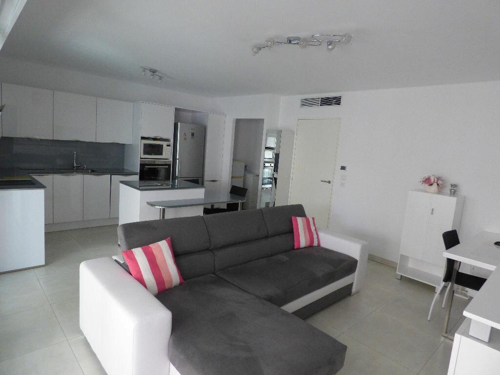 Appartement à vendre 3 78.72m2 à Saint-Raphaël vignette-3