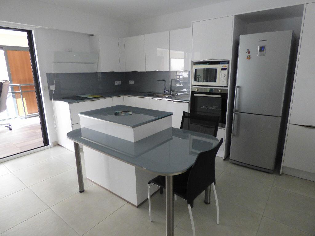 Appartement à vendre 3 78.72m2 à Saint-Raphaël vignette-4