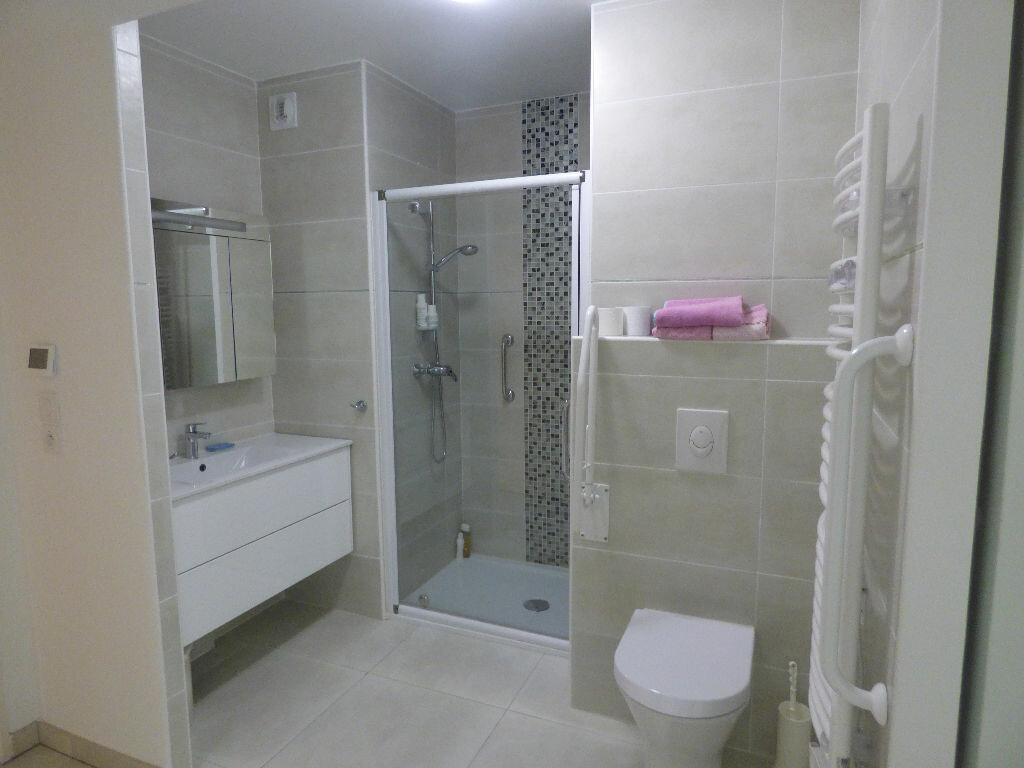 Appartement à vendre 3 78.72m2 à Saint-Raphaël vignette-8