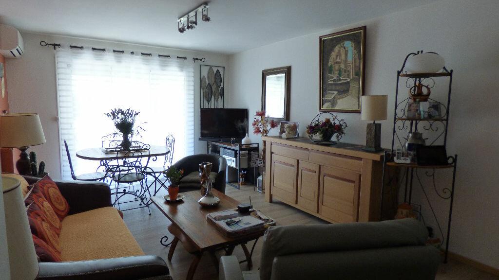 Appartement à vendre 3 64m2 à Fréjus vignette-1