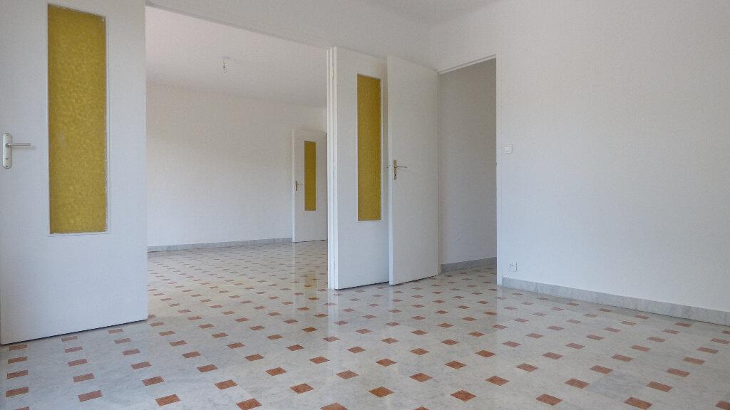 Appartement à vendre 4 100m2 à Fréjus vignette-2