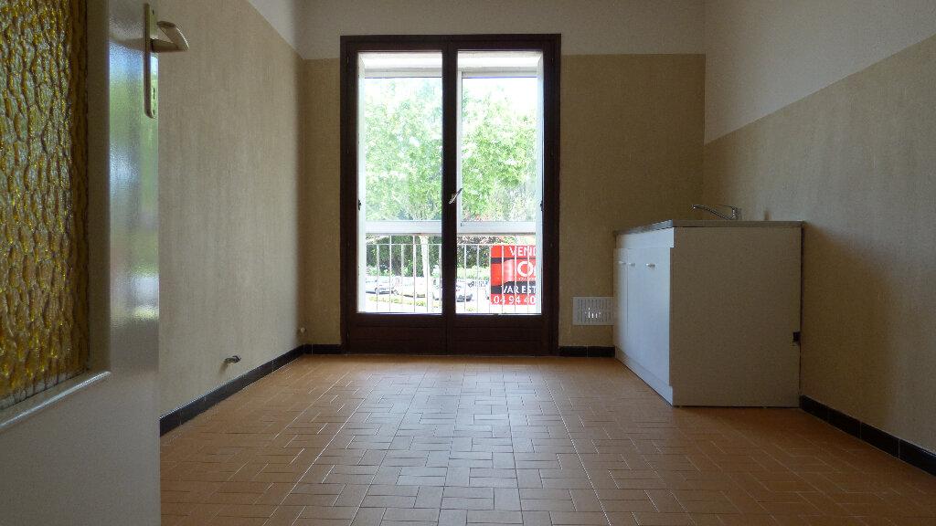 Appartement à vendre 4 100m2 à Fréjus vignette-4