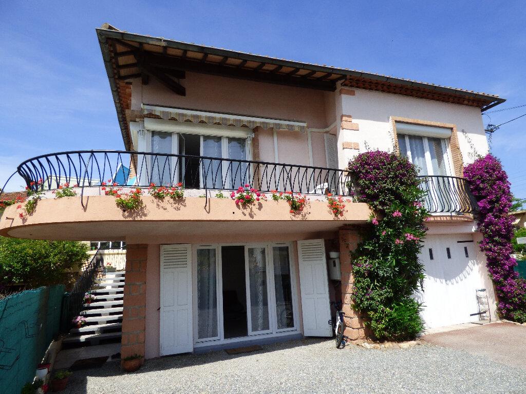 Maison à vendre 5 120m2 à Saint-Raphaël vignette-1