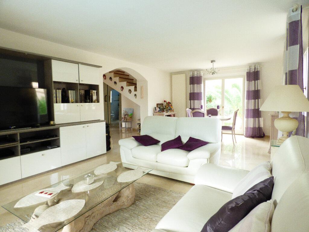 Maison à vendre 5 117m2 à Fréjus vignette-3