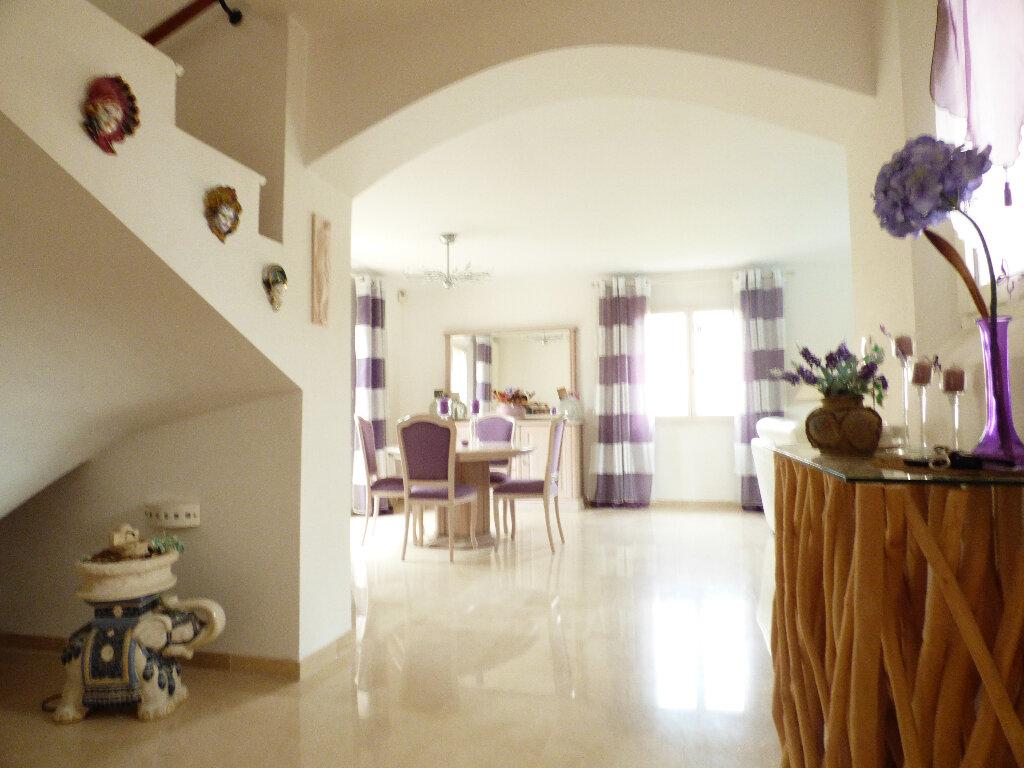 Maison à vendre 5 117m2 à Fréjus vignette-6