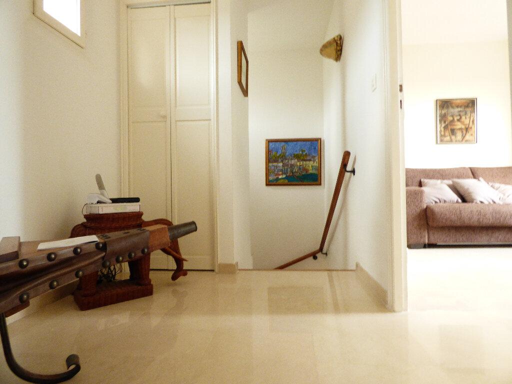 Maison à vendre 5 117m2 à Fréjus vignette-8