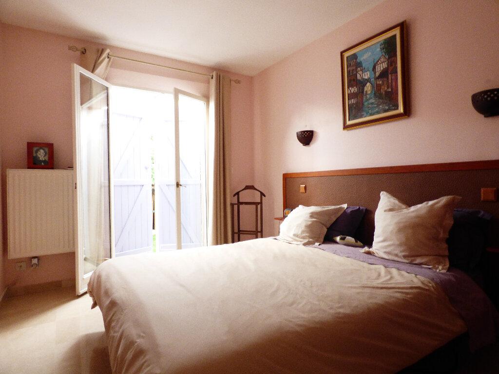 Maison à vendre 5 117m2 à Fréjus vignette-11