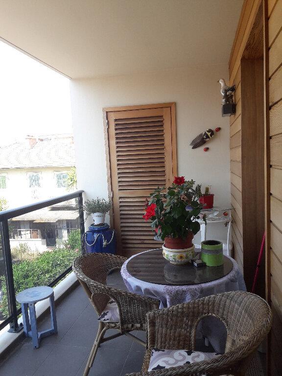 Appartement à vendre 2 58m2 à Saint-Raphaël vignette-1