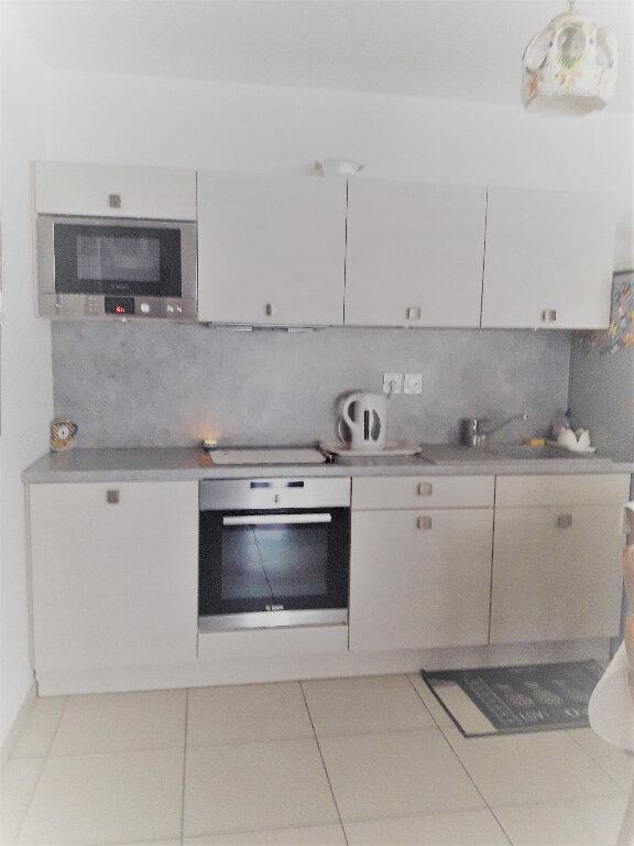 Appartement à vendre 2 58m2 à Saint-Raphaël vignette-2