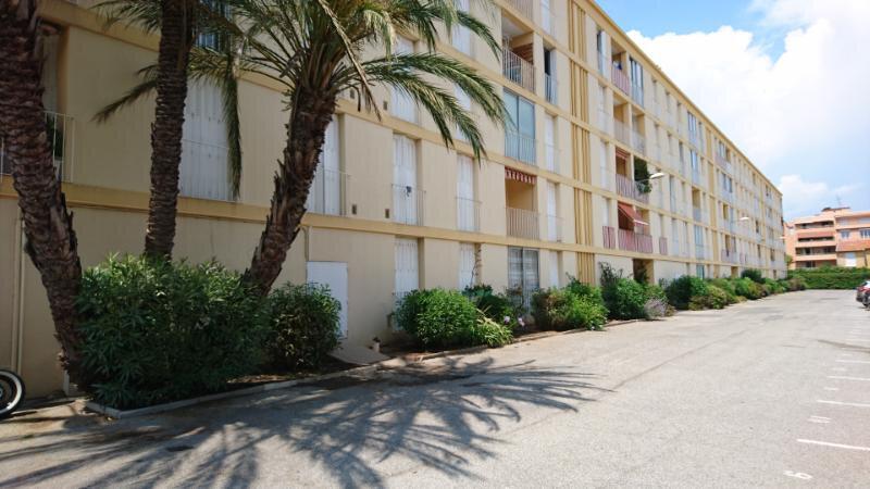 Appartement à vendre 4 68m2 à Saint-Raphaël vignette-2